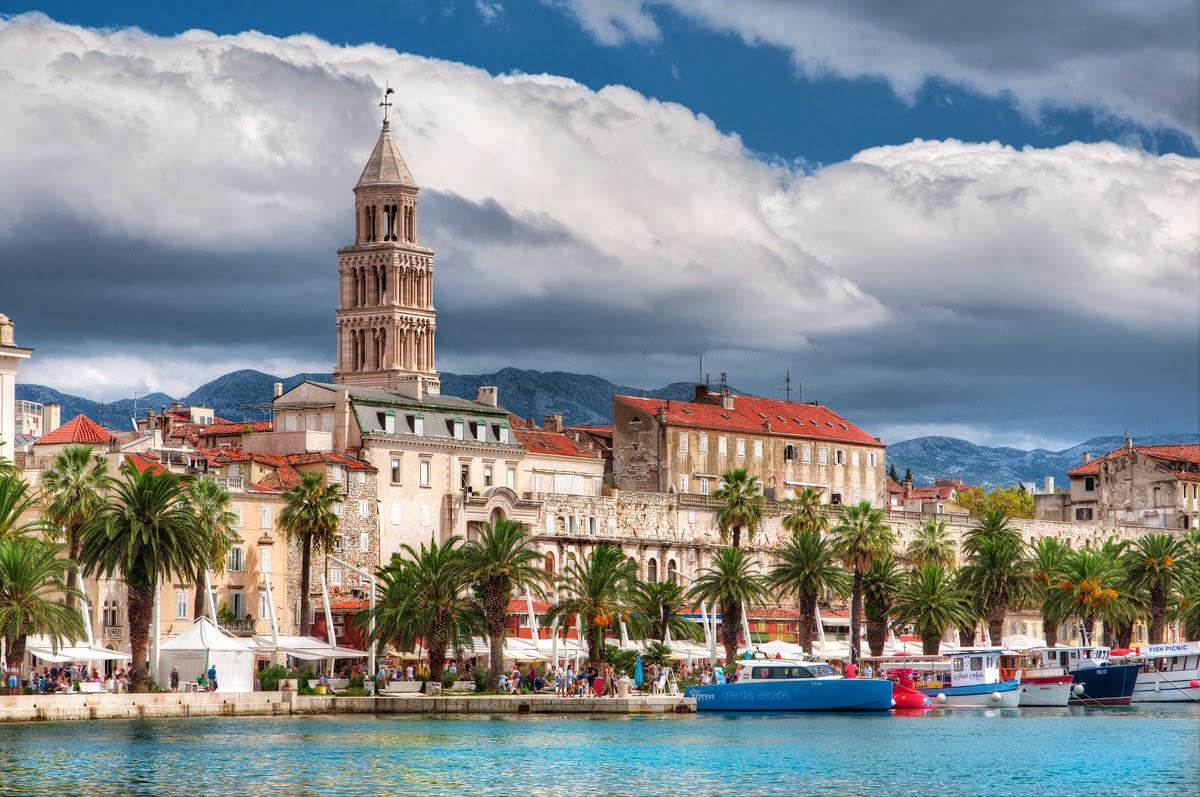 Split, grad, plaza, pogled sa mora