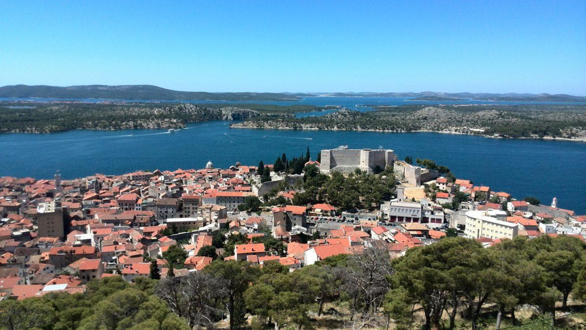 Šibenik pogled na grad i more